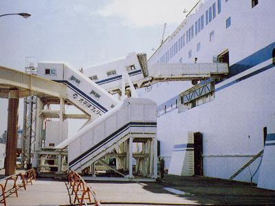大型客船用人道橋