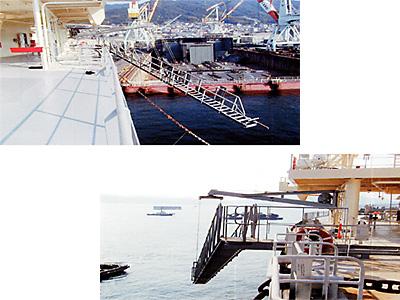 大型商船用水平格納型振り出し式舷梯装置