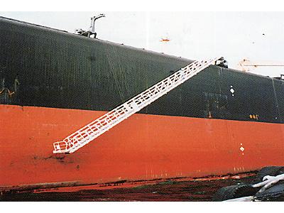 VLCC用水平格納型舷梯装置